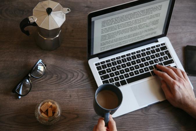 Biên tập viên sách là làm gì? Tìm hiểu nghề biên tập viên sách